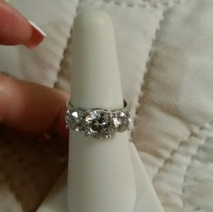 Jewelry - 3 stone ring in .925- 4 carats total